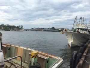 金沢港漁船と港