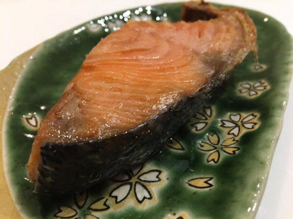 村上市の名産品の美味しい塩引き鮭
