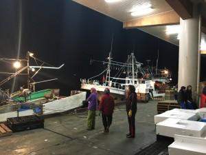 新潟寝屋漁港底曳き船