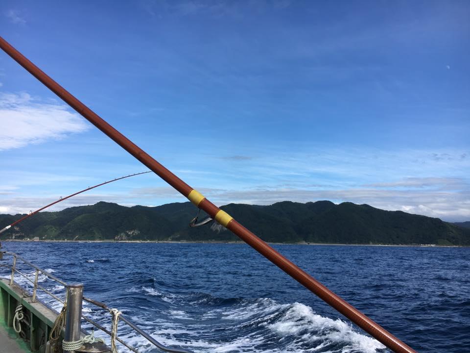 漁船が出港