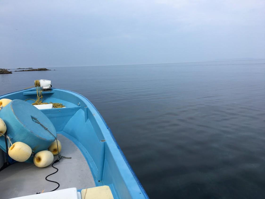 日本海の天然岩牡蠣の漁師
