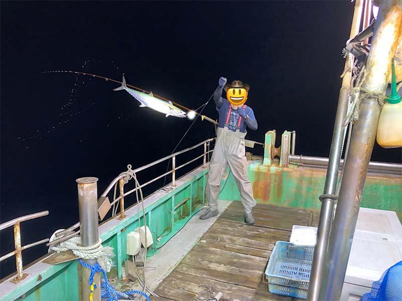 サワラを釣る漁師の様子